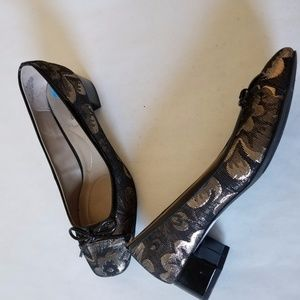 Bandolino Xylon Women Black & Gold Floral Heel